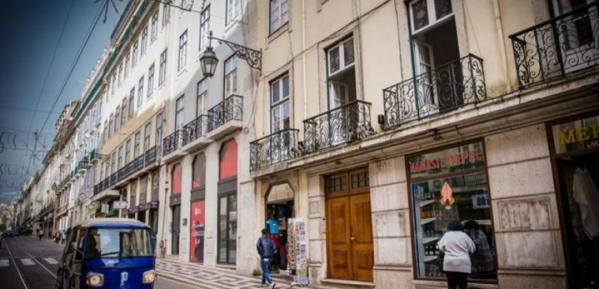 2 Bed Apartment for sale in lisbon Centre, Portugal