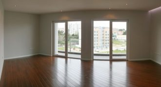Carcavelos 4 Bed Apartment for sale in Lisbon