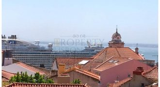 Alfama Building with river view 4 units with terraces with 318,44 m2 + 26,00 m2 for renovation