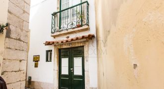 Building fully renovated with 3 apartments in Alfama prime AIRBNB – Only 745,000 to own it all