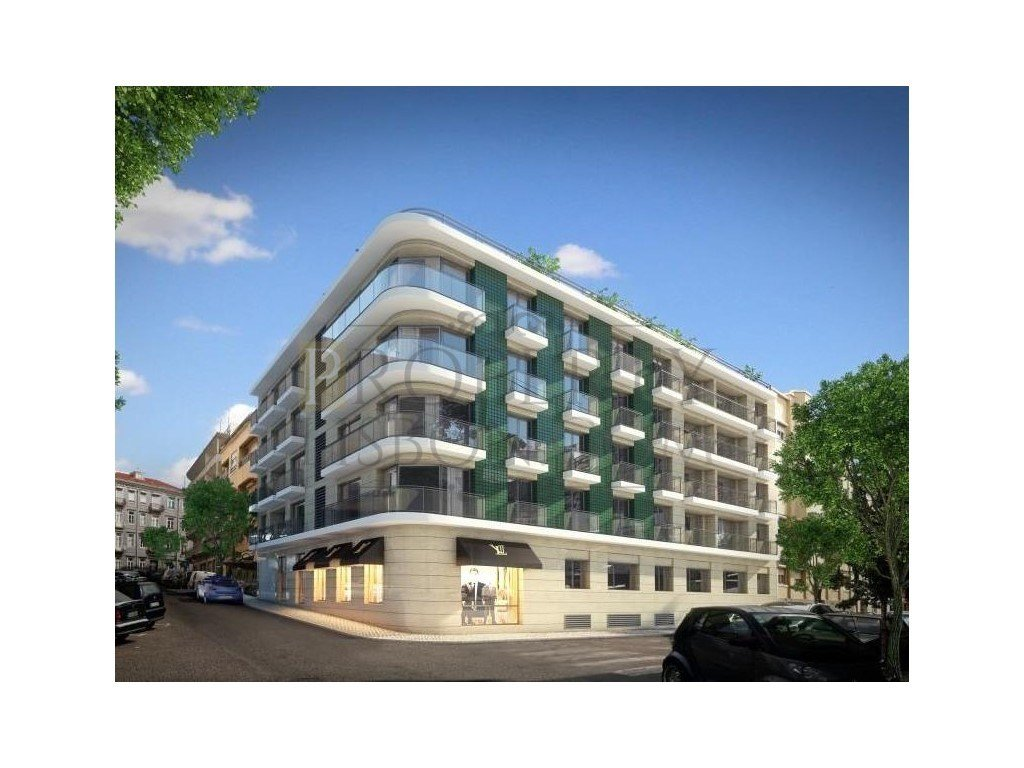 Campo de Ourique 3 bedroom apartment with parking, balcony and storage