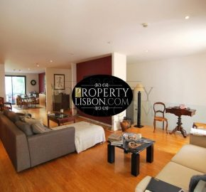 Contemporary 3-bedroom duplex apartment with sunny patio