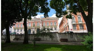 For renovation Alfama: T2+1 duplex penthouse outside space two balconies and river views