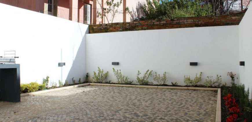 Apartment with 2 Bedrooms on sale in Lisbon, Portugal