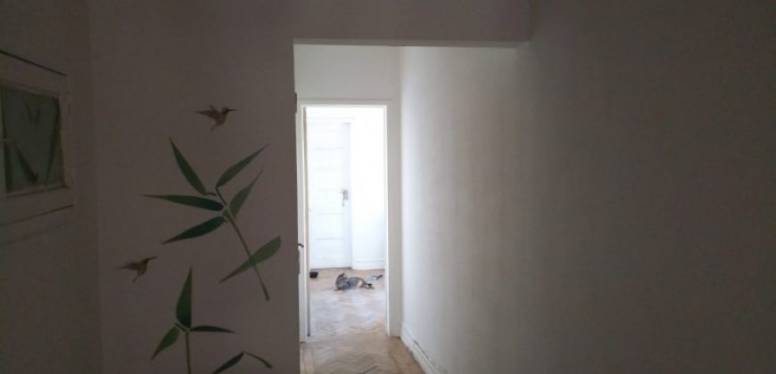 3 Bed Apartment Great opportunity in graça, a top floor apartment with 100sqm to renovate.