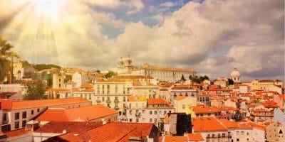The Singular Neighbourhoods in The City of Lisbon