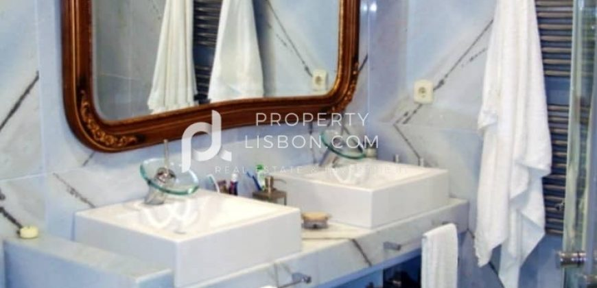 6 Bed Building for sale in Bombarral, Portugal