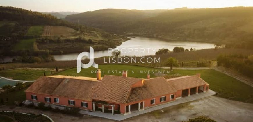 6 Bed Building for sale in Óbidos, Portugal