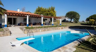4 Bed Villa for sale in Lisbon, Portugal