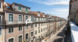 "3 Bed Fully furnished and "" Key Ready"" duplex apartments in the heart of Lisbon city centre  – 600000€"