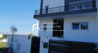 T3 semi-detached house with a total area of 282 m2 Silver Coast – 205000€